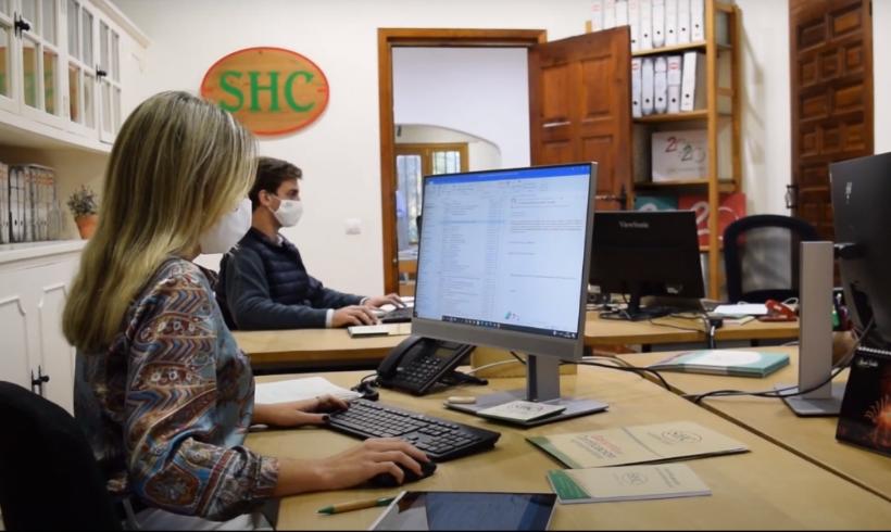 OFERTA DE TRABAJO:  Recepcionista-administrativo